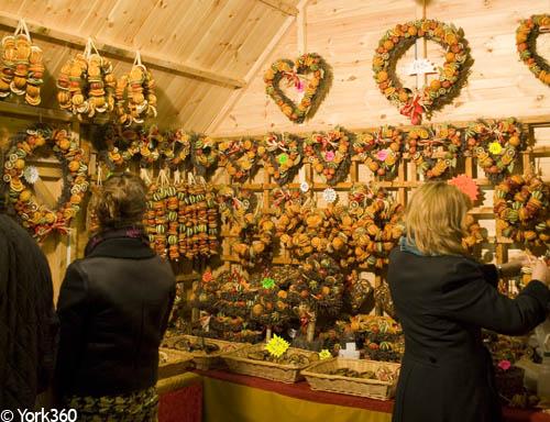 york christmas market 2018 opening hours